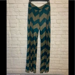 in Size Large Green/Gold Palazzo style pants
